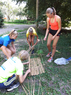 Het winnende team bij het bamboebouwen.